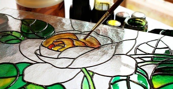 Hobi melukis di kaca