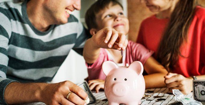 Mengajari anak menabung sejak kecil