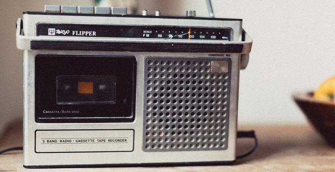 Dengarkan Radio untuk Memperoleh Informasi tentang Pekerjaan yang Anda Inginkan