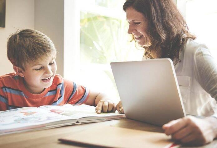 Ibu dan anak belajar